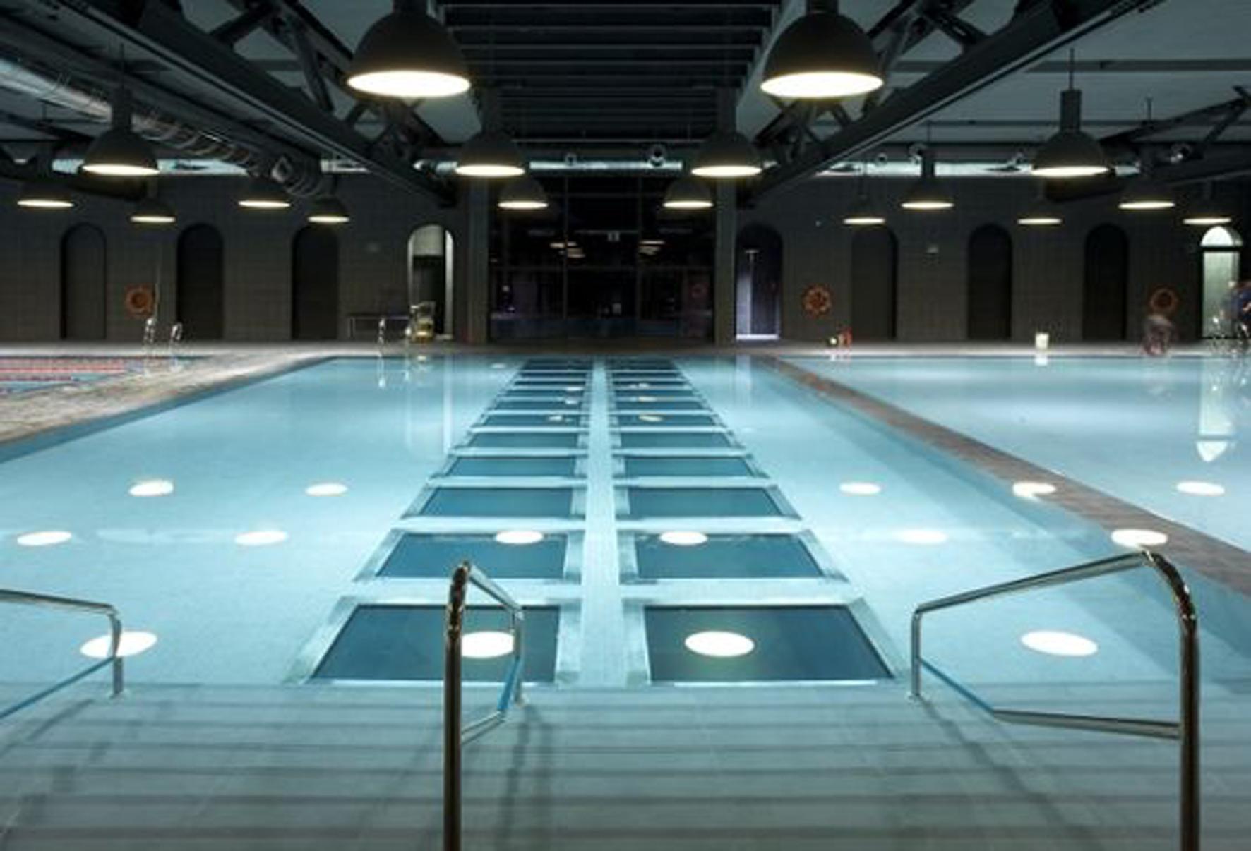 una piscina diferente del arquitecto philippe starck ditail
