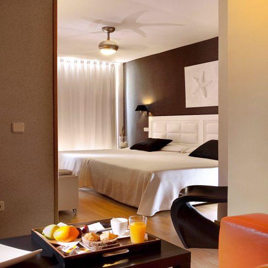 ditail-soluciones-casos-de-exito-hotel-zoraida-cabecero-piel-duralmond_4