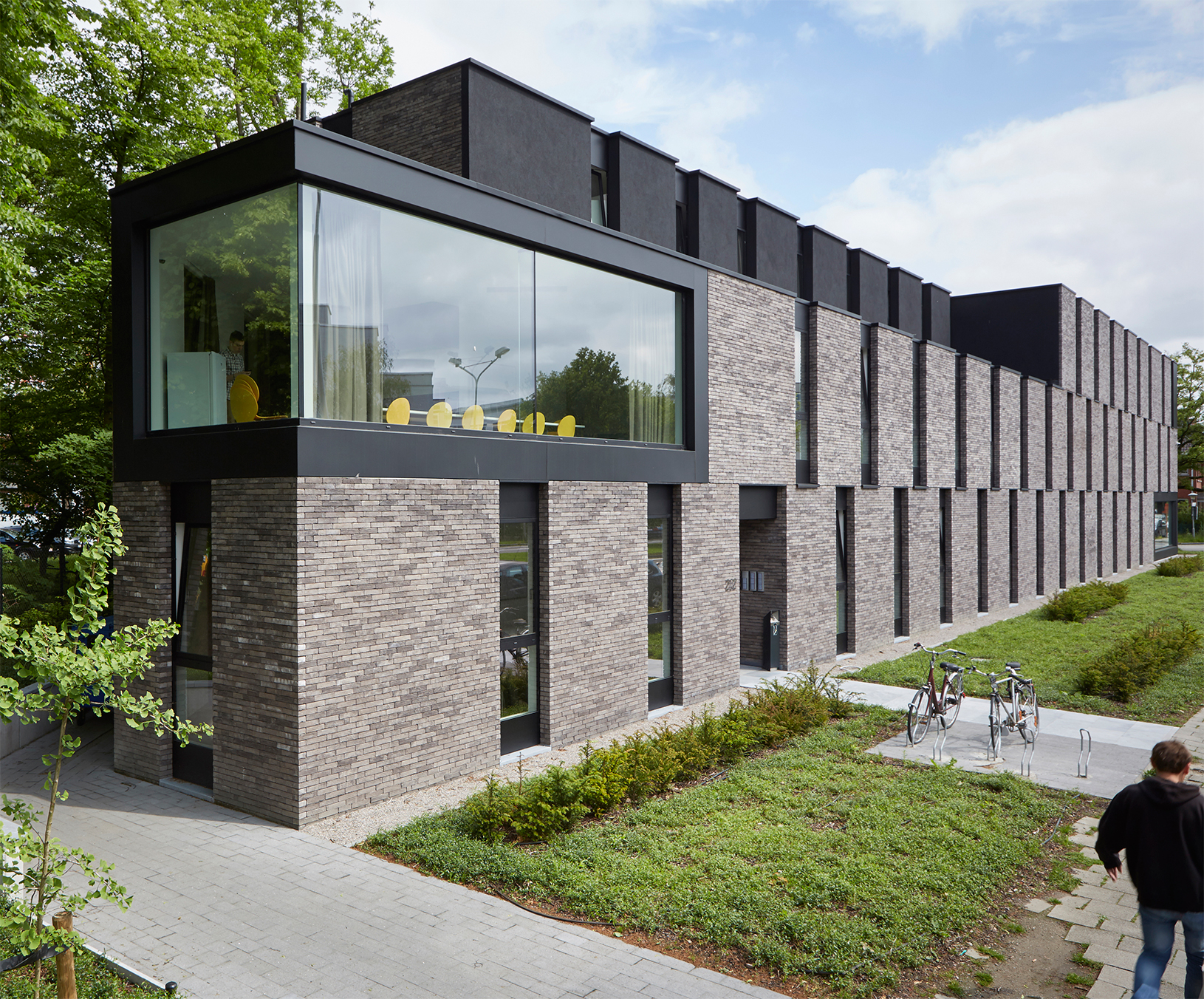 ditail-materiales-ter_iluzo-pagus-grijs-zwart_ap_architects_or-architecten