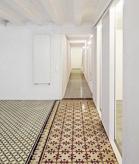 pavimento-hidraulico-inteiores-soluciones-ditail-vivienda-vora-arquitectes